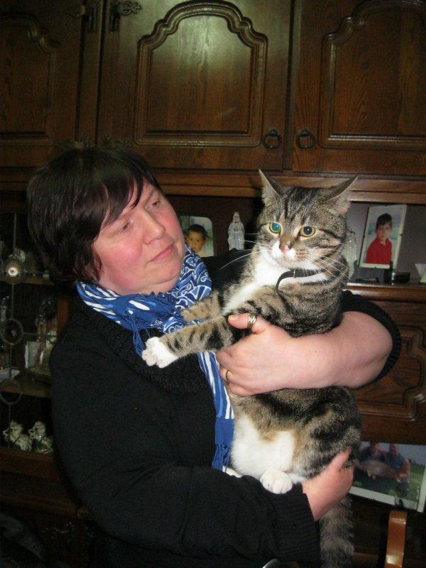 sylvie avec le tit chat a mémé