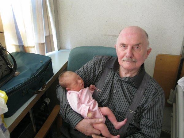 Angélina avec son arrière grand père