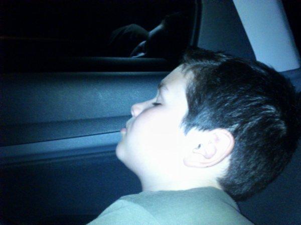 Mais pote sont mignon quand il dort xD