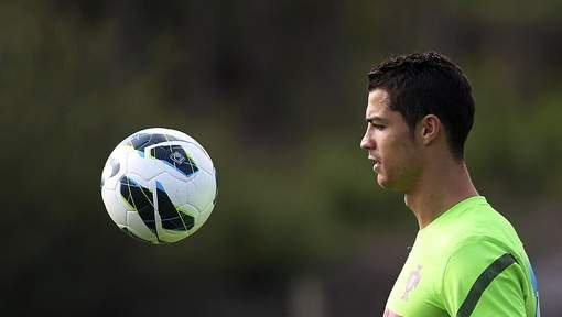 """Aux grands maux les grands remèdes. Selon """"Marca"""", qui a décidé d'en faire sa une aujourd'hui, le Real Madrid songe à offrir un contrat à vie à Cristiano Ronaldo."""