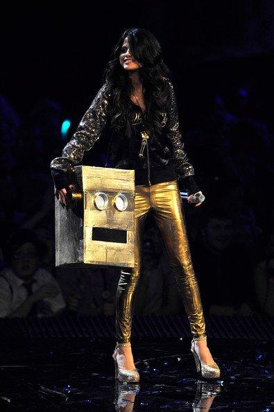 Selena Gomez : ses 9 tenues pour les MTV EMA (photos)