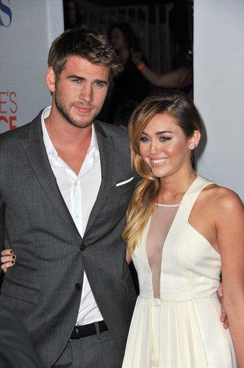 Liam Hemsworth mécontent du style vestimentaire de Miley Cyrus