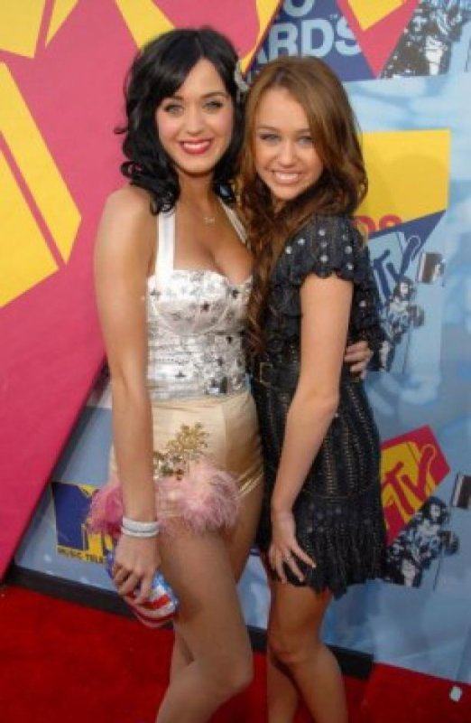 Miley Cyrus : En compétition avec Katy Perry pour American Idol