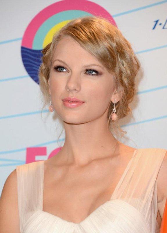 Look de Taylor Swift : Radieuse pour les Teen Choice Awards 2012