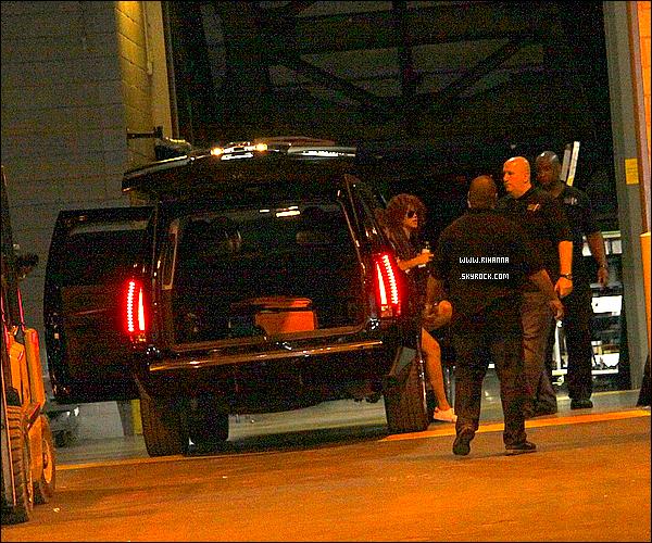 10/06/11 : Rihanna Fenty a été aperçue quittant son hôtel pour se rendre au « Centre Bell », Montréal