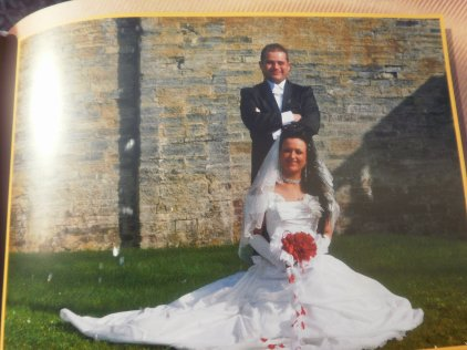 1 ans de mariage se 10 avril avec mon homme d'amour  Jt'aime mon homme :p  Tes ma vie de ma vie :p