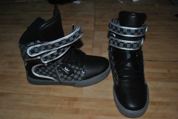 haahah !  still supra shoes =)