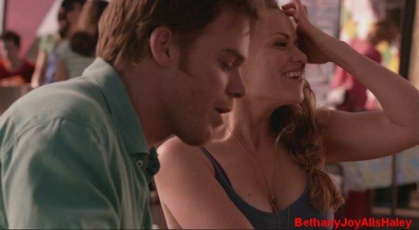 Dexter > Screencaps > 8.06: A Little Reflection Parti 8