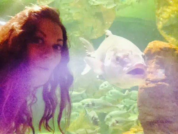 Bethany Joy Lenz à l'aquarium de Malte