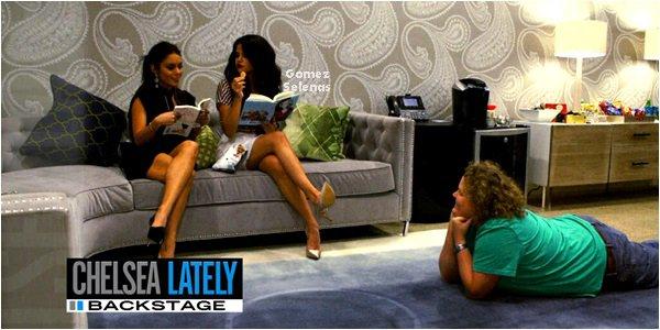 *   21.03.13 - Selena et Vanessa H. étaient invitées sur le plateau de « Chelsea Lately ».  *
