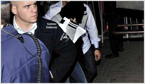 *   22.04.13 - Selena quittant le concert de son boyfriend Justin Bieber à Stockholm, Suède.*