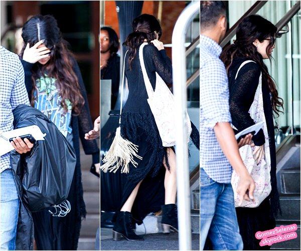 *   26/02/13 - Selena s'est rendue à une conférence de presse pour Spring Breakers à Los Angeles *