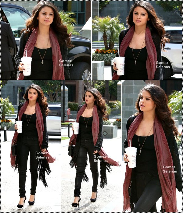*   05.04.13 - Selena G a été vue arrivant dans les studios de NBC TV à Los Angeles. TOP!*