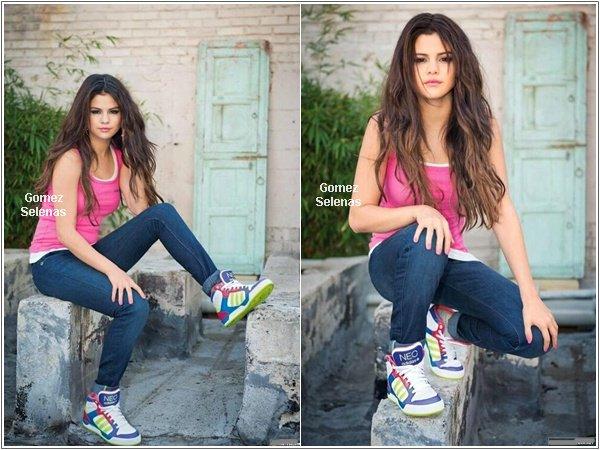 *   → Découvrez de nouvelles photos du photoshoot pour Adidas Neo (+vidéo promo). Top! *