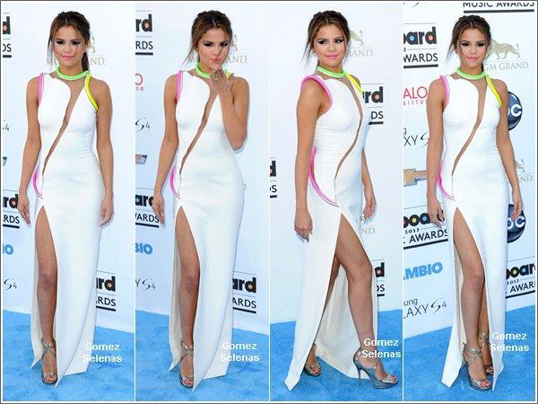 """*   19.05.13 - Selena était présente à la cérémonie """"Billboard Music Awards"""" à Las Vegas. *"""