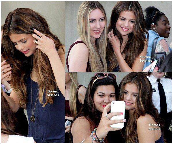 *   30.05.13 - Selena G. arrivant à une radio à Toronto, Canada, puis à deux autres radios. *