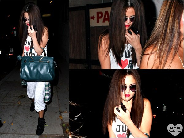 *   21.07.13 - Selena a été vue quittant un studio d'enregistrement à Los Angeles. Top?!*