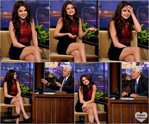 "*   23.07.13 - Selena était l'invitée du ""The Tonight Show with Jay Leno"" à Los Angeles.*"
