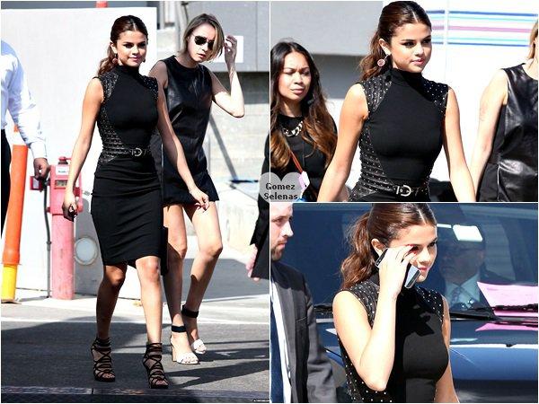 *   01.08.13 - Selena G. allant mangé des sushis dans un restaurant avec sa styliste à L.A. *