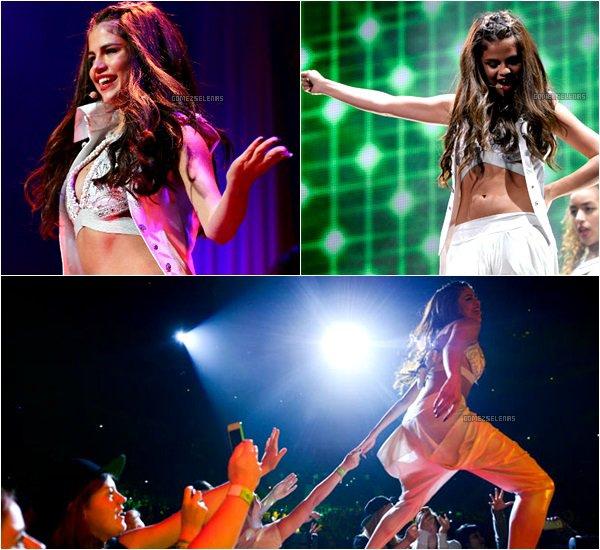 *   Stars Dance Tour : Selena a donné son dernier concert canadien ce 24 août 2013 à Toronto.*