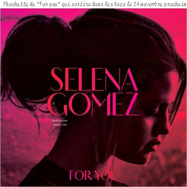 """*   08.11.14 - Selena participait à la 3ème édition du Gala annuel Unlikely Heroes Awards à L.A. Cette cérémonie étant organisée pour les enfants victimes """"d'esclavage sexuel"""" à travers le monde. Tenue : Flop!  *"""