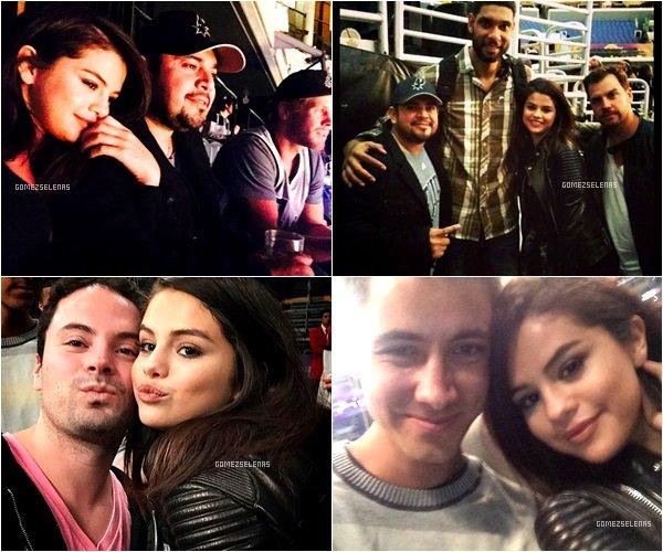 *   14.11.14 - Selena a assisté, avec son père à un match de basket des  Lakers à Los Angeles.  *