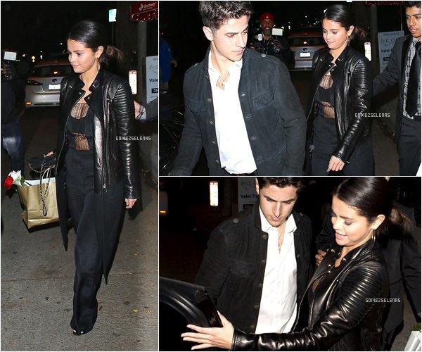 *   15.11.14 - Selena Gomez quittant le restaurant Il Cielo avec son ami David Henrie,à Beverly Hills   *