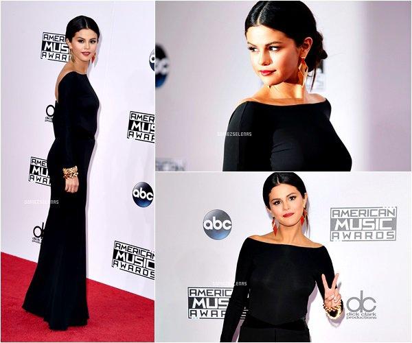 """*   23.11.14 - Selena Gomez était présente à la cérémonie des Americans Music Awards 2014 à L.A  Comme prévu, elle a interprété pour la première fois en live son nouveau single """"The Heart Wants What It Wants"""" sur scène.  *"""