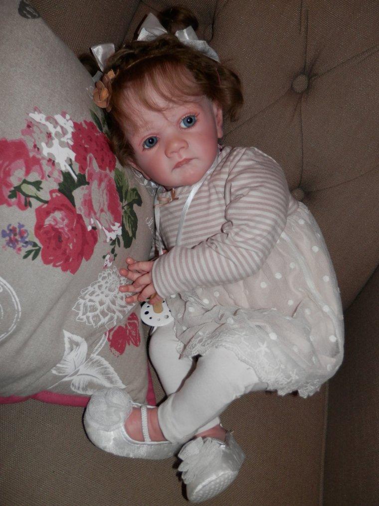 Abigail, presque une vraie petite fille ...