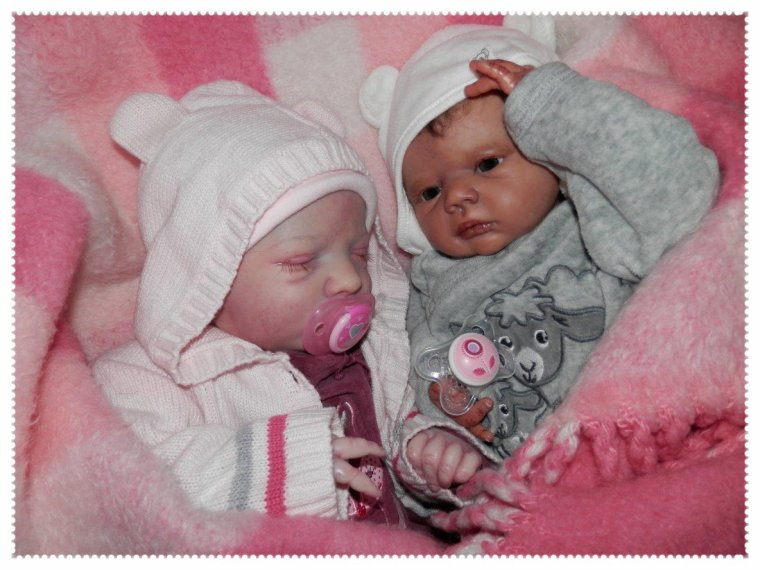 Mary et Lilly-Rose se tiennent toujours bien au chaud ...