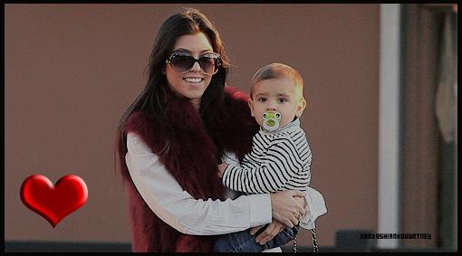 28/02/2011 : Kourtney Fait Du Shopping Avec Kendall & Kylie