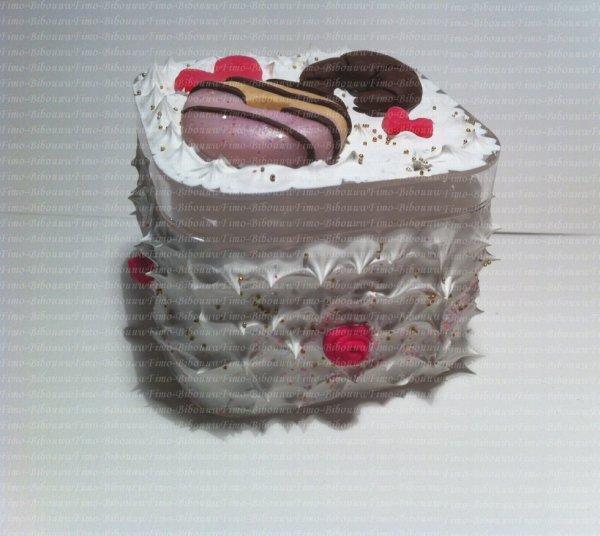 boîte chantilly croissant, donu't, roses  et coeur