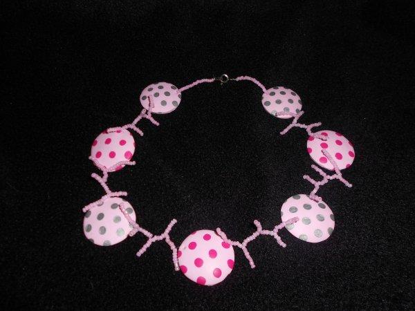 perles de rocailles roses et lentille faites par carifo je mettrai le lien des que possible
