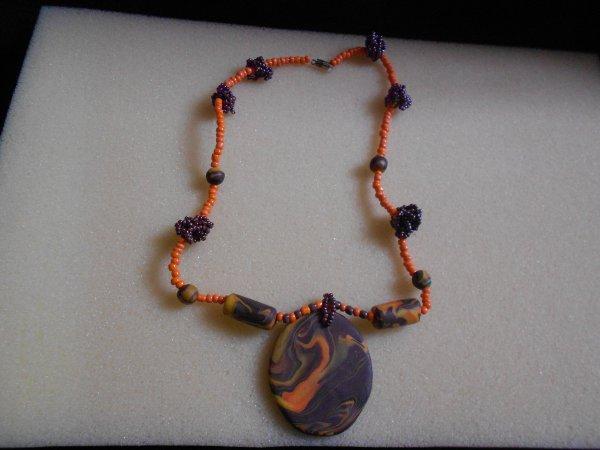collier en perles de rocailles et fimo fait par mes petites mimines^^