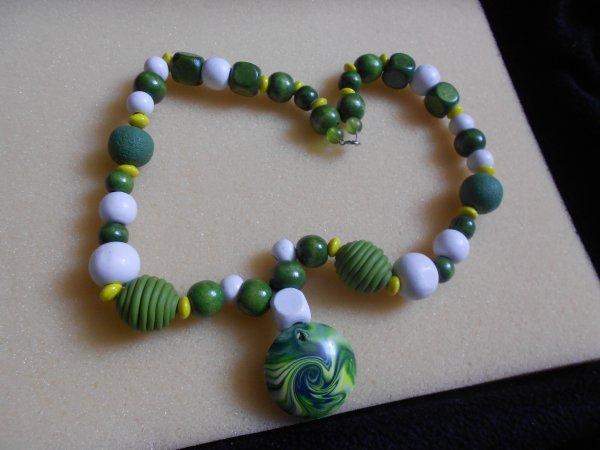 collier perles de bois et fimo (fais par carifo)
