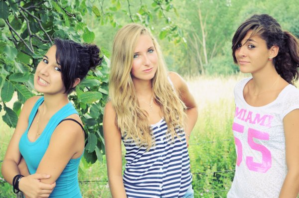 » Laura, Elodie et Caroline (;