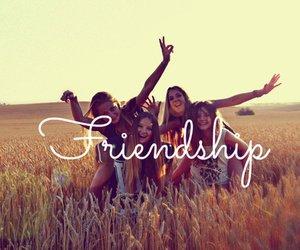 Les amies resteront notre raison préféré d'aller a l'école♥