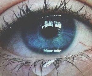 Dis-lui que je ne l'aime plus. Dis-lui que je n'ai plus envie de le voir. Dis-lui que je ne veux pas lui parler. Dis lui que je n'ai plus envie de lui. Dis-lui qu'il ne me manque pas. Mais surtout ne lui dis pas, Que je t'ai dis ça en pleurant..