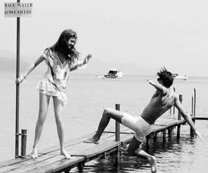 Quand tu vois ton ami tomber, tu rigoles jusqu'a avoir des crampes au ventres avant de lui demander si il c'est fait mal.