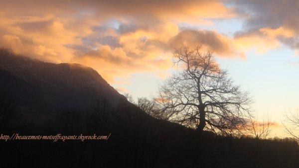 Couché de soleil à la montagne