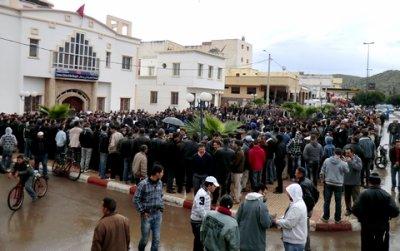مسيرات حاشدة بمختلف مناطق إقليم الحسيمة في الساعات الاولى من بدء الاحتجاجات20/02/2011
