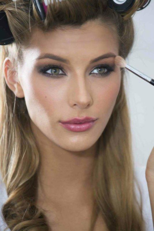 Camille Cerf en préparation pour Miss Univers