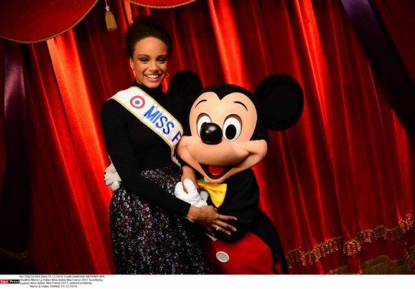 Alicia Aylies - DisneyLand Paris