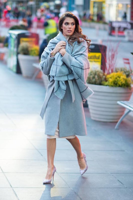 Iris Mittenaere - Times Square