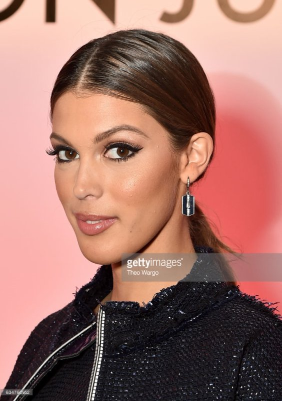 Iris Mittenaere - Fashion Week