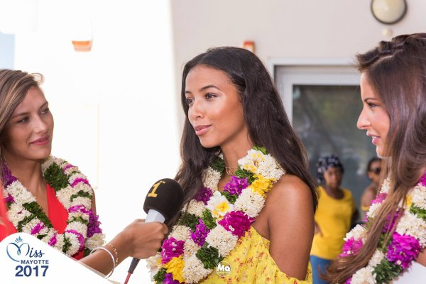 Camille Cerf & Flora Coquerel & Malika Ménard - Mayotte