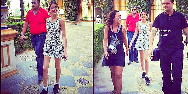 .                                                                                                                                                                                       15/09/14 : Martina S. a été repérée par ses fans espagnoles, sortant de son hôtel à Séville, toute souriante.                                                                                                                                                                                         Plus tard, la nuit du 16 septembre,  elle s'est rendue à une soirée accompagnée de Candelaria Molfese et sa maman, avant de quitter la ville.                                                                                                                                                                                         .