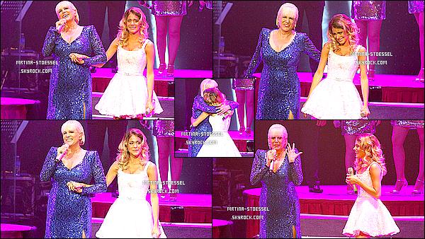 .                                                                                                                                                                                         09/11/14 :  Martina S. était invitée à chanter avec Valeria Lynch & son groupe, au Grand Rex' - B. Aires.                                                                                                                                                                                       Pendant le show, Tini a interprété deux chansons : une avec Valeria & une seule. Sa robe est faite par Veronica De LaCanal. Top.                                                                                                                                                                                          .