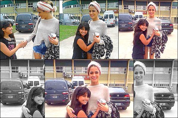 .                                                                                                                                                                                        19/11/14 : Après une répétiton pour le dernier épisode de Violetta, Tini S. a rencontré une fan - Argentine.                                                                                                                                                                                        Martina s'est préparée pour l'épisode final de Violetta3, dans un stade en Argentine. Elle rencontre toujours ses fans, en restant souriante, Top.                                                                                                                                                                                       .