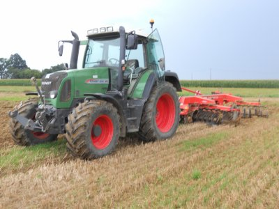 Mon ensemble : Fendt Vario  & Cover-crop Kuhn